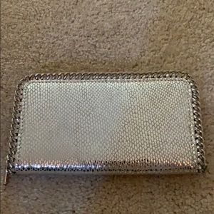 Silver wallet in perfect shape.
